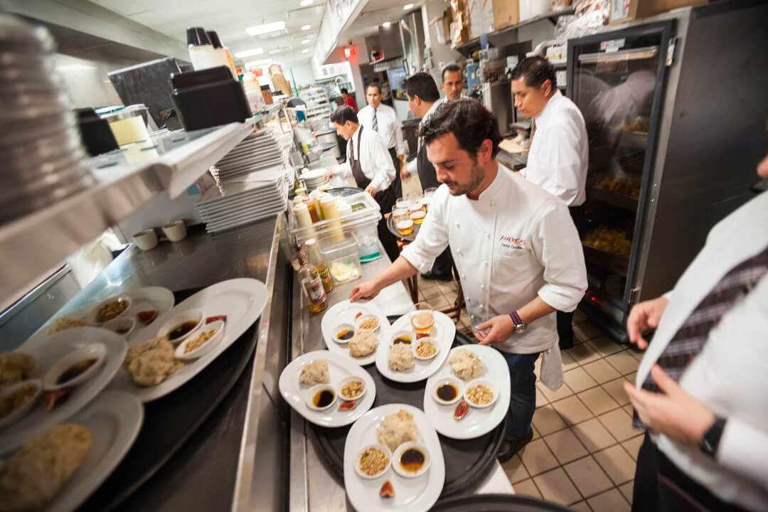 Uniformes de cocina mandiles utilizados por chef for Elementos de cocina para chef
