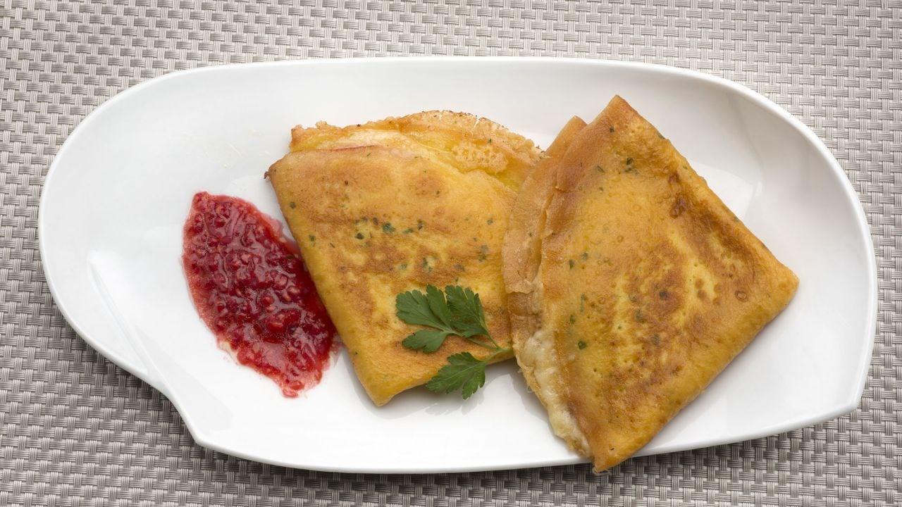 crepes de jam n y queso con salsa de frambuesas