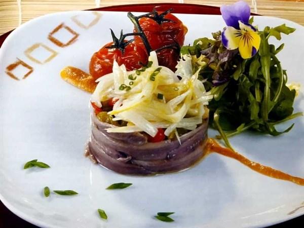 Ensalada de anchoas con verduras escalivadas