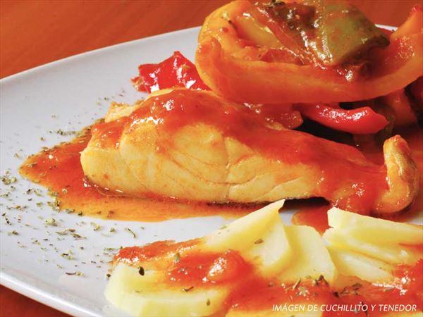 Receta de Bacalao con Pimientos y Salsa de Tomate